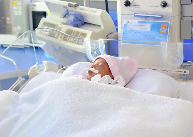 Can thiệp để ổn định thân nhiệt, đường huyết, hô hấp của trẻ sinh non ngay trong 60 phút đầu đời giúp trẻ sinh non cải thiện tốt về sau. Ảnh: Lê Phương.