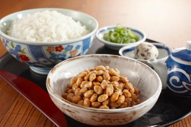 Enzym nattokinase có trong món Natto và các thực phẩm bảo vệ sức khỏe như NattoEnzym.