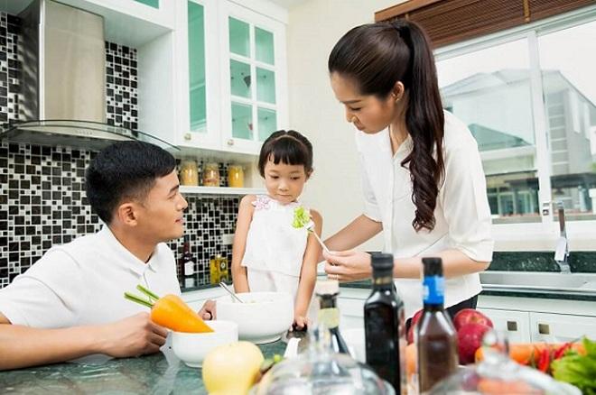 Ép trẻ ăn nhiều có thể làm ảnh hưởng đến sức khỏe, sự tăng trưởng, tâm lý trẻ.