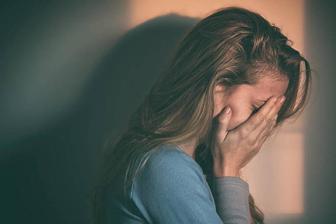 Người bệnh tâm thần phân liệt thường nghegiọng nói tưởng tượng vang lên trong đầu hay bên tai. Ảnh: Healthline