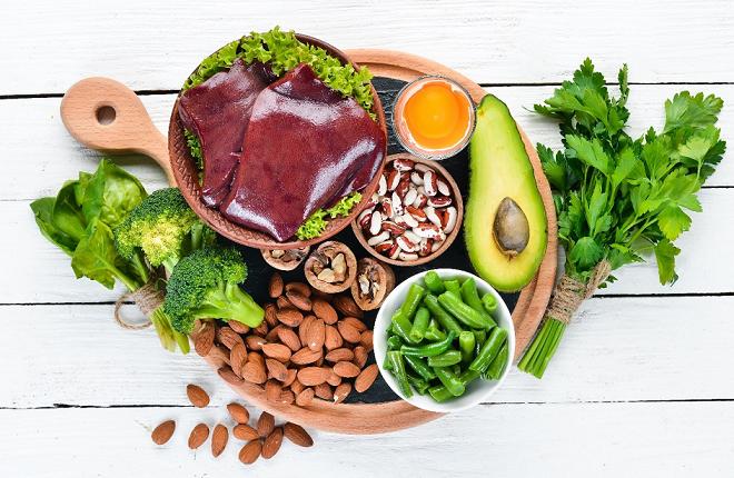 Bổ sung sắt bằng những thực phẩm giàu chất sắt vào bữa ăn hàng ngày.  Ảnh: Shutterstock.