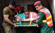 Người đàn ông béo phì được trực thăng quân đội chở đi viện