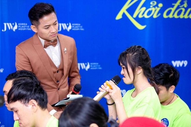 Là người dẫn dắt buổi casting, Quý Bình cũng nhiều lần xúc động khi nghe thí sinh trải lòng.
