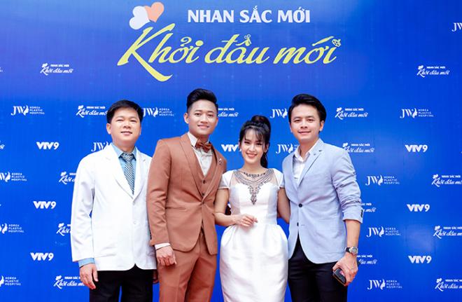 Tiến sĩ, bác sĩ Nguyễn Phan Tú Dung, MC Quý Bình và vợ chồng Tú Vi - Văn Anh trong chương trình Nhan sắc mới - Khởi đầu mới.