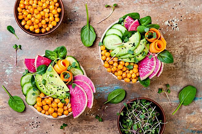 Kết hợp rau, củ, quả và tinh bột từ các loại hạt để cung cấp đầy đủ chất xơ, ngừa táo bón. Ảnh: Health