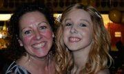 Bà mẹ dự vũ hội thay con gái đã mất vì ung thư