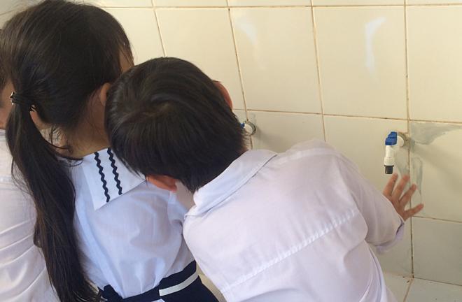 Phụ huynh cần tạo thói quen rửa tay thường xuyên cho trẻ. Ảnh: Lê Phương.