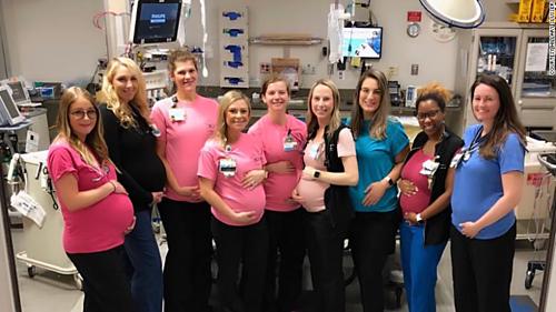 9 trong số 17 nhân viên y tế mang bầu cùng thời điểm tại Khoa Cấp cứu Trung tâm Y tế Đại học Vanderbilt. Ảnh: CNN.