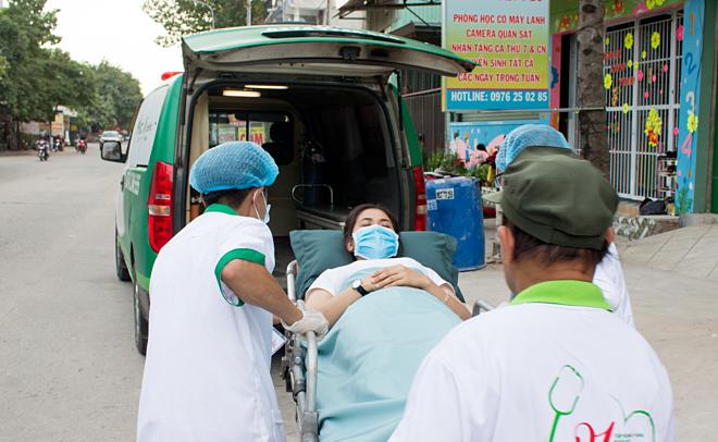 Bệnh nhân được chuyển viện khẩn để mổ lấy khối thai đã vỡ. Ảnh bệnh viện cung cấp.