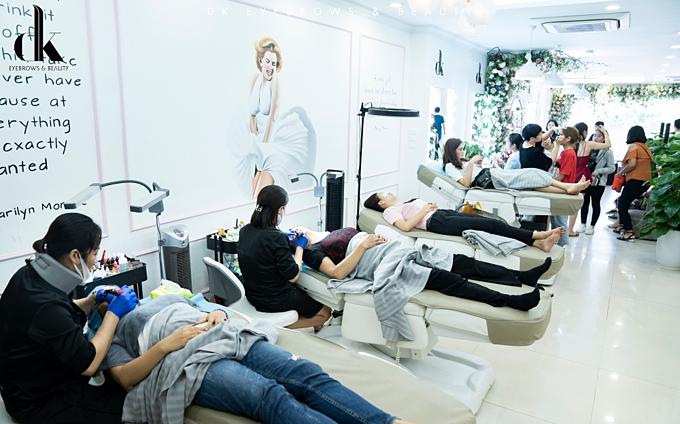 Nhiều khách hàng đã trải nghiệm dịch vụ ngay tại lễ chuyển giao công nghệ.