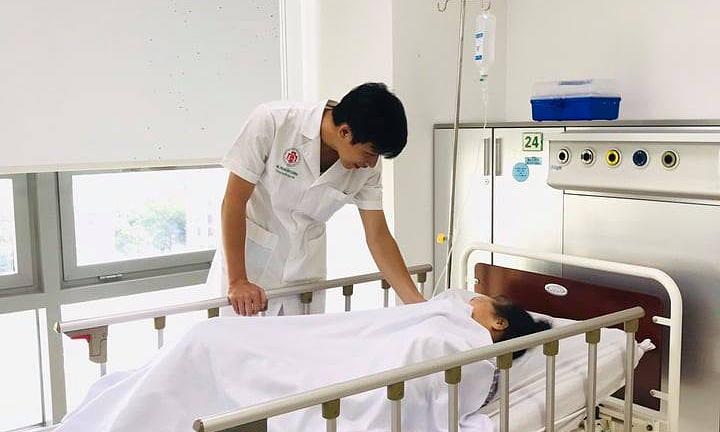 Bệnh nhân ổn định, phục hồi tốt sau 2 tuần điều trị. Ảnh: Mai Hằng.