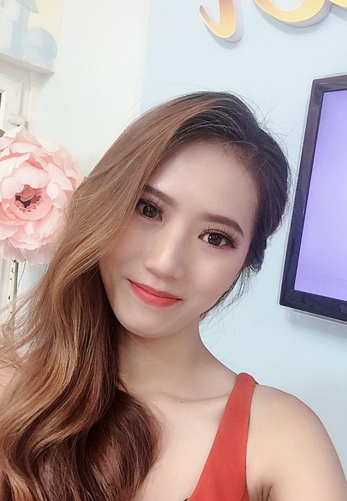 Sau phẫu thuật, Kim Thủy thường được khen gương mặt ấn tượng, đường nét cuốn hút.