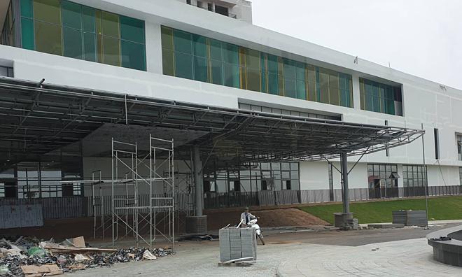 Bệnh viện Việt Đức cơ sở 2 vẫn đang trong quá trình thi công dang dở. Ảnh: T.G
