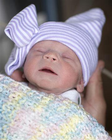 Em bé Mỹ đầu tiên sinh ra từ tử cung của người chết hiến tặng. Ảnh: AP.