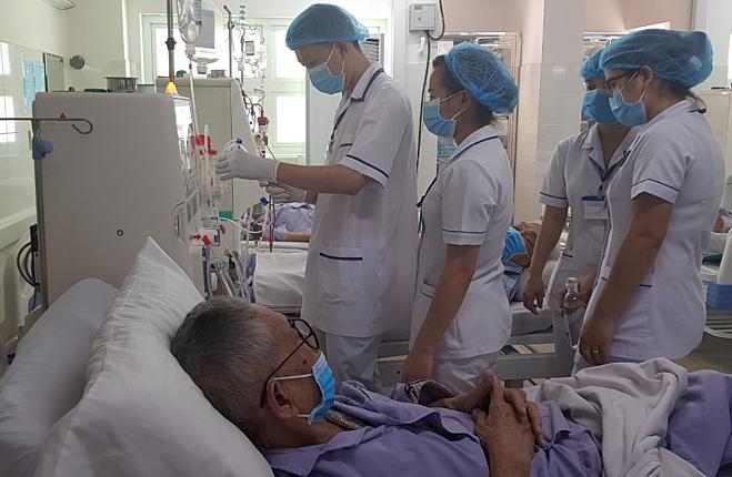 Bệnh nhân chạy thận tại Bệnh viện Thống Nhất ngày 10/7. Ảnh: Lê Phương.