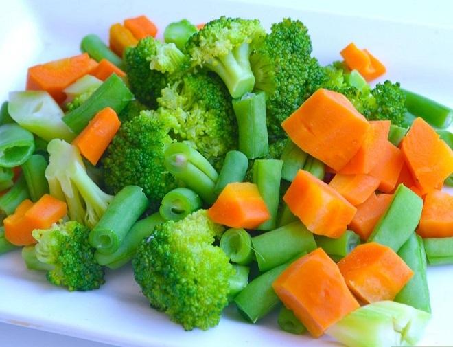 Khi luộc hoặc xào rau, không nên nấu quá lâu và cho quá nhiều rau vào chảo, làm mất mùi vị của rau. Ảnh: Wiki