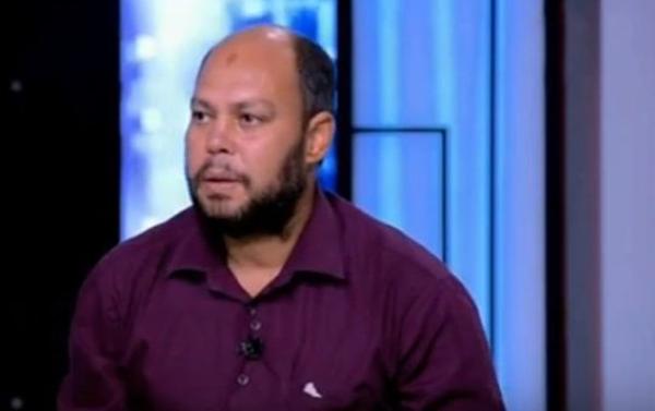 Người cha của cậu bé, ông Ashraf Helmi đau lòng khi con trai phải cắt bỏ dương vật.