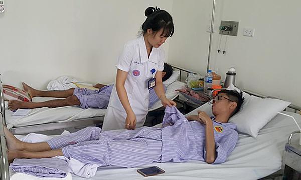 Bệnh nhân được phẫu thuật nâng lồng ngực lõm tại Bệnh viện E. Ảnh: Thanh Xuân.