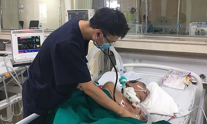 Bệnh nhân đột quỵ đang được theo dõi tại Bệnh viện đa khoa tỉnh Phú Thọ. Ảnh: Lê Nga.