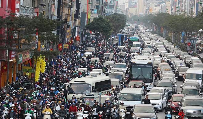 Thành phố Hà Nội có mật độ dân sốlà 2.398 người/km2. Ảnh: Ngọc Thành.