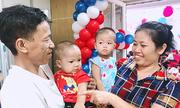 Sinh đôi trai gái sau 12 năm điều trị vô sinh