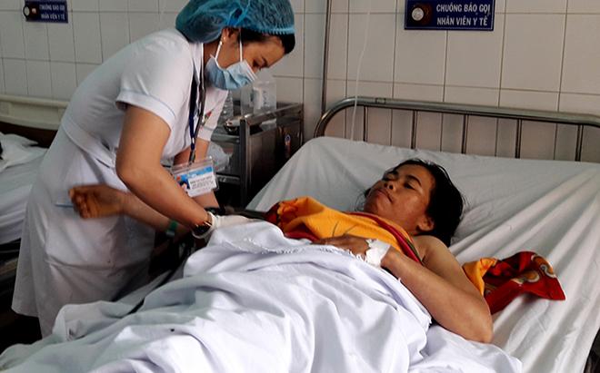 Bệnh nhân Blonh đang được theo dõi điều trị tại bệnh viện. Ảnh: Trần Hóa