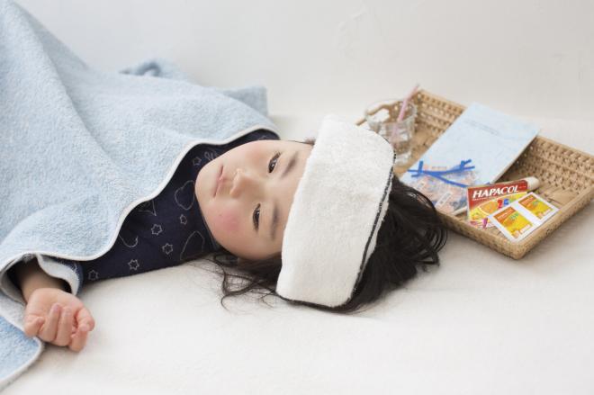 Bên cạnh việc lau mát, sử dụng thuốc đúng cách, cha mẹ bổ sung đủ dinh dưỡng cho trẻ.