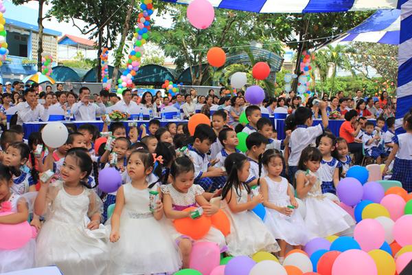 Trẻ em ở Đồng Nai uống sữa học đường theo chương trình. Ảnh: Hưng Thịnh.