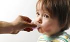 Cách dùng thuốc paracetamol hạ sốt an toàn cho trẻ nhỏ