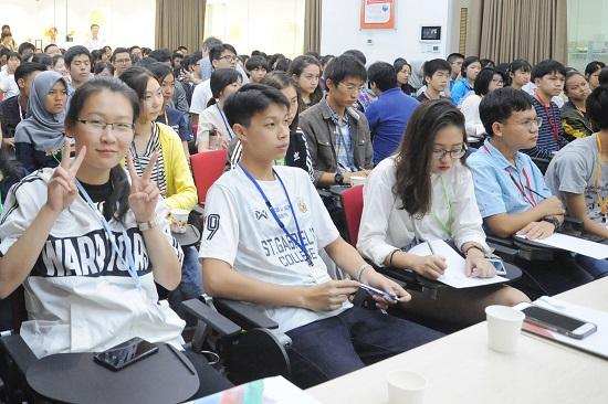 Thiravong, học sinh lớp 11 tại Lào chia sẻ: