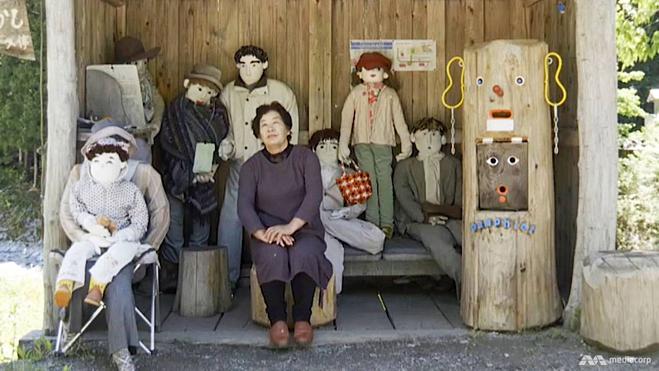 Những con búp bê được bà Tsukimi đặt quanh ngôi làng để thổi hồn vào sự sống. Ảnh: Channel News Asia