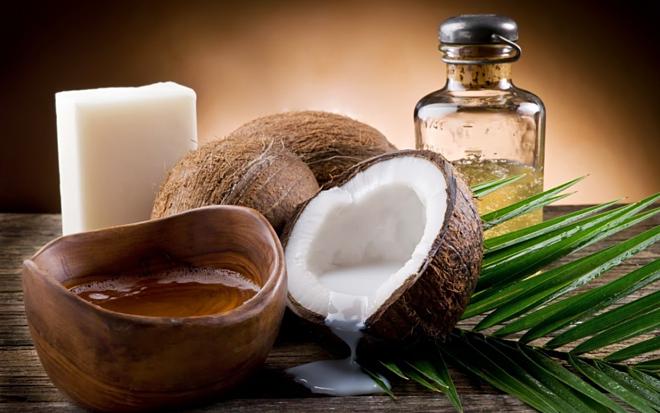 Tinh dầu dừa vừa ngăn mồ hôi, vừa mang lại hương thơm tự nhiên. Ảnh: MSN