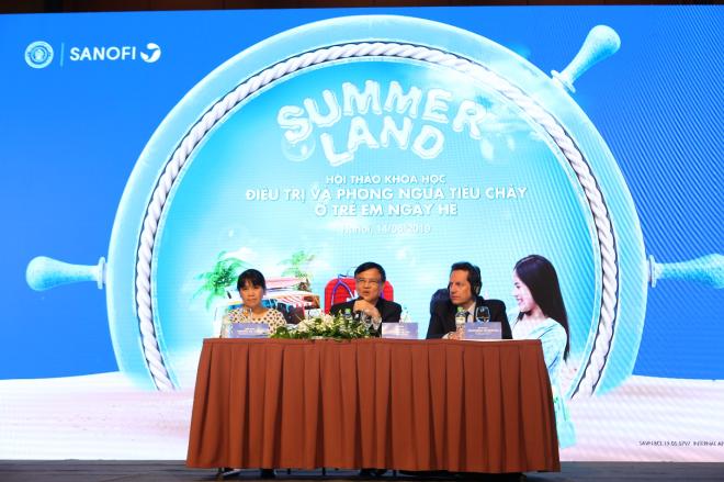 Các chuyên gia thảo luận tại hội thảo Điều trị và phòng ngừa tiêu chảy ở trẻ em ngày hè.