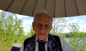 Bác sĩ 90 tuổi giúp người cai nghiện rượu