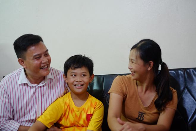 Anh Tấn cùng vợ và con trai. Ảnh: Hoa Vũ.