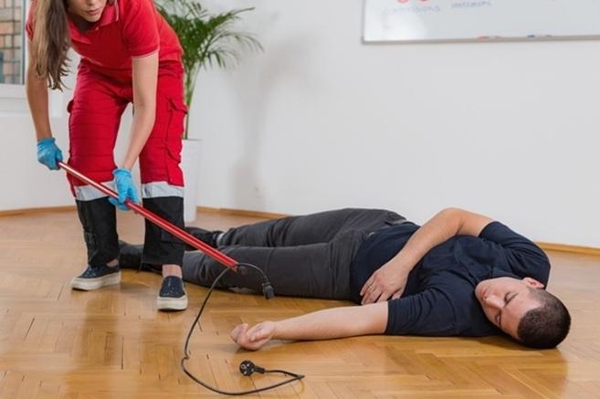 Cách sơ cứu khi bị điện giật - VnExpress Sức khỏe