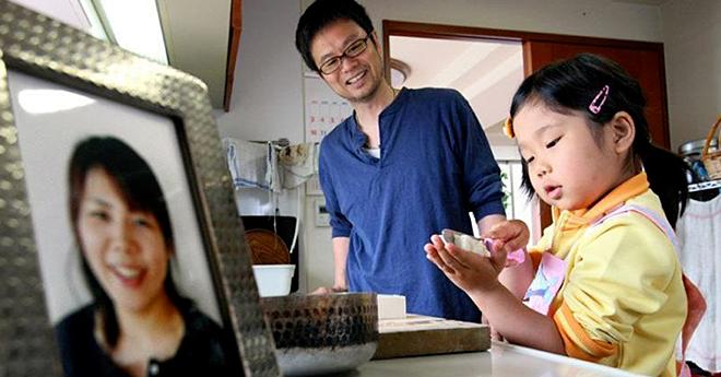 XiaoHua đã biết nấu ăn ngay từ nhỏ nhờ sự dạy bảo của người mẹ đã mất. Ảnh: Bldaily
