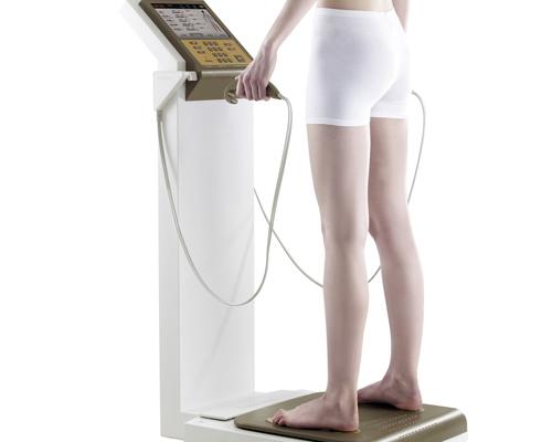 Máy đo phân tích trở kháng điện sinh học cho kết quả mỡ thừa trên cơ thể chiếm bao nhiêu phần trăm.