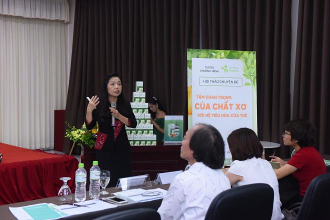 Bác sĩ Lê Bạch Mai nêu ra sai lầm của cha mẹ khi chữa táo bón cho con.