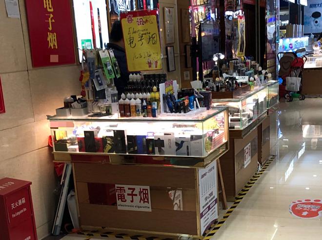 Thuốc lá điện tử được bày bán tràn lan tại các cửa hàng Trung Quốc. Ảnh: Lianxianjia