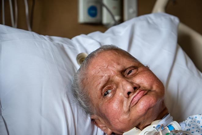 Bà Maria Davila tại Trung tâm Điều dưỡng và Phục hồi chức năng Palm Gardens. Ảnh:The New York Times
