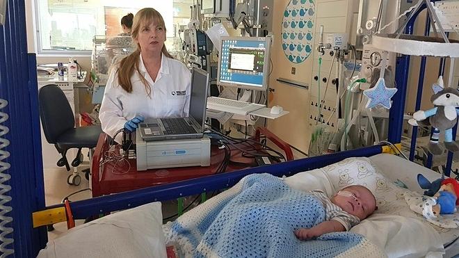 Trẻ em sẽ không phải chịu đau đớn khi lấy mẫu máu trong tương lai. Ảnh: BBC