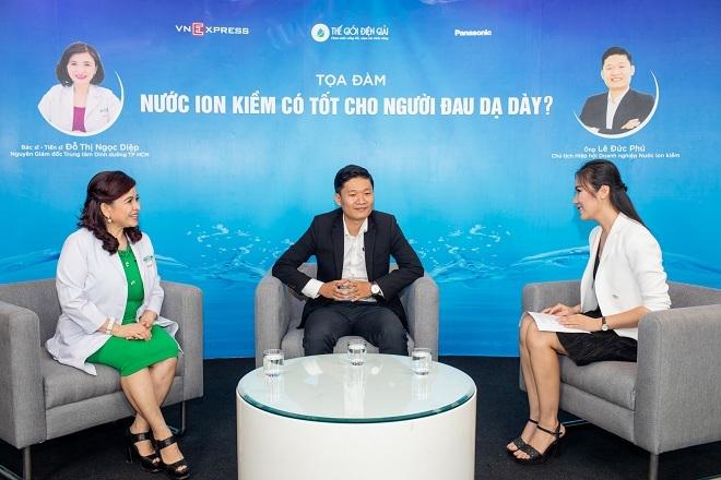 Bác sĩ Đỗ Thị Ngọc Diệp và ông Lê Đức Phú chia sẻ về bệnh đau dạ dày.