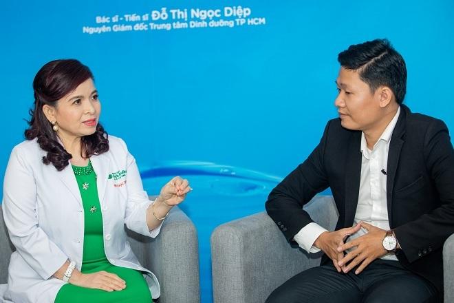 Hai diễn giả trao đổi về các bệnh lý dạ dày.