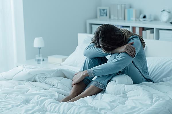 Mất ngủ vừa là dấu hiệu của trầm cảm.