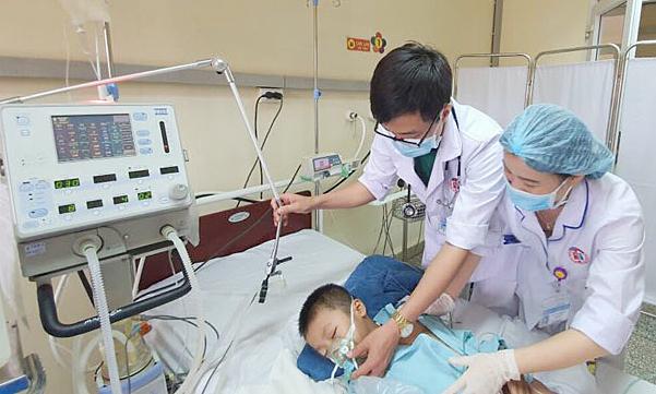 Bệnh nhi hiện ổn định sau 10 ngày điều trị tích cực. Ảnh: Bệnh viện cung cấp.