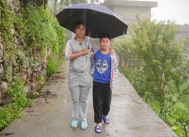 Chang và con trai đang sống nhờ vào tiền của họ hàng và trợ cấp từ chương trình xóa đói giảm nghèo ở địa phương. Ảnh: SCMP