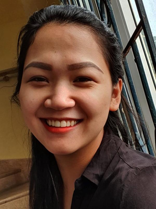 Các nếp nhăn hiện rõ trên da mặt chị Trang từ sau khi sinh bé.