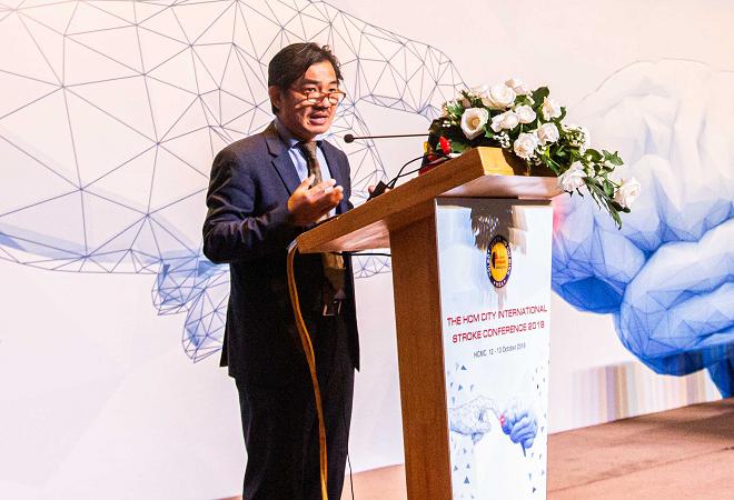 Tiến sĩ, bác sĩ Nguyễn Huy Thắng chia sẻ về việc nâng cao nhận thức của cộng đồng trong phòng ngừa đột quỵ liên quan đến rung nhĩ.