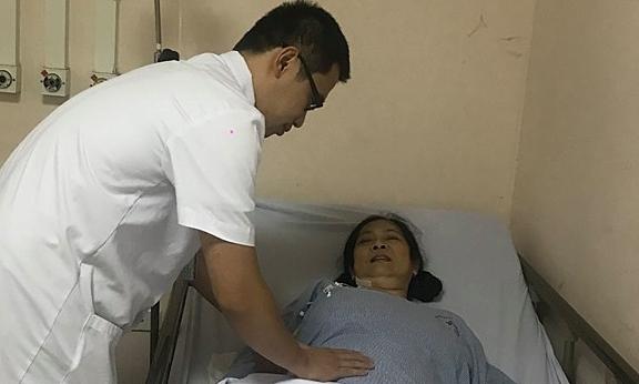 Bệnh nhân được cứu sống sau 6 lần ngừng tuần hoàn. Ảnh: Thuý Ninh.